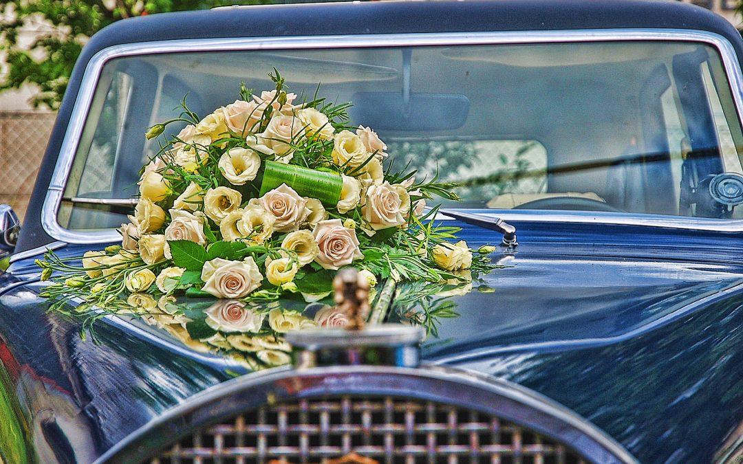 Menyasszonyi autó díszítése